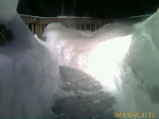 Lower angle of the shovelled snow path on the deck.